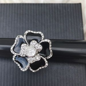 Lia Sophia amazing flower 🌺 ring new with out